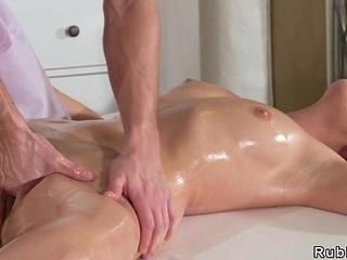 Young masseur bangs tenebrous Milf