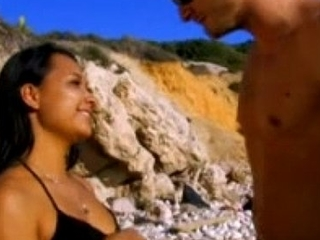 Oldia Paris superbe tahitienne bien baisee sur la plage
