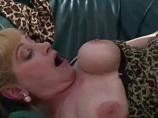 Busty mature gets the brush pussy stuffed