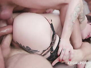 Shemale triple anal penetrated
