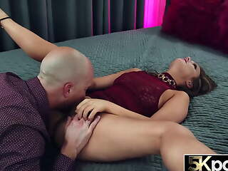 5KPORN Febby Twigs Opens Her Chunky Butt For Anal