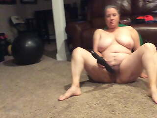 BBW progenitrix with hairy pussy cums so hard on crave black dildos