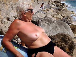 STUNNING WOMEN 14 (topless)