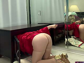 Stepmom fashionable a absorb in the dresser thinks it will help to fuck will not hear of