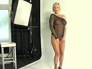 Interracial Sex mit geiler blonde Milf