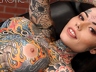 Tiger Lilly gets a forehead pitter-patter while nude