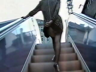 Secretary Gisela is only allowed to wear short skirts