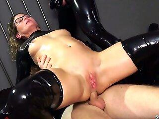 Real German teacher Izzy Mendosa loves an anal BDSM latex triumvirate