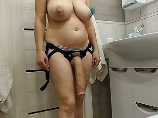 Sexy milf wants to fuck her slave less a huge cock