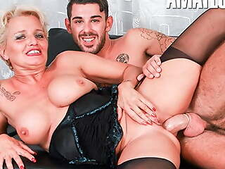 ScambistiMaturi, Italian Cougar Move behind Tries Anal With Lover