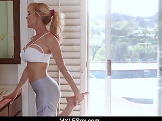 Yoga MILF Fucks The Neighbor When His Ball Kingdom In Her Yard
