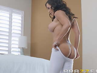 Our Queen Is Back - Lisa Ann in her first Anal instalment in 3
