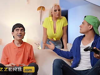 Jordi Catches Blondie Fesser Yon The Bathroom Taking Naughty
