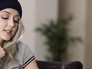Blonde teen gets facial receipt riding