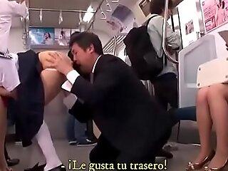 妈妈与她的女儿在火车上进行性交没有障碍