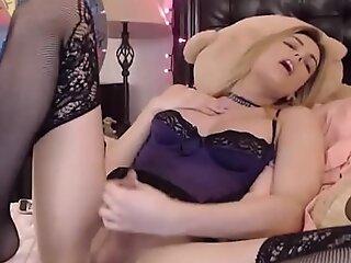 华丽tranny在性感的内衣