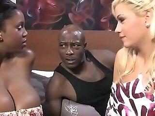 黑人夫妇邀请金发小女孩为3Some-Bibi Noel,玛莎拉蒂XXX