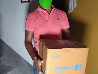 Flipkart Delivery Boy Se Saman Ke Pese Ke Badle Chut Chudaya