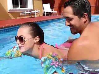 Cease operations slut Carolina Sweets fucked poolside