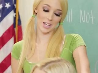 Massage tender teen tribbing her teacher